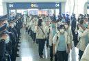 """Італійські поліцейські зустрічають китайських лікарів в аеропорту… І… """"На 900 бійців один лікар і жодного реанімобіля – начмед про реалії фронту""""…"""