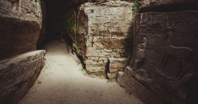 Буша — стародавня Антаварія, місто кам'яних легенд.